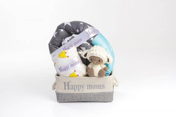 מתנה ליולדת בן מדגם מארז יואב עם מוצרים מעוצבים
